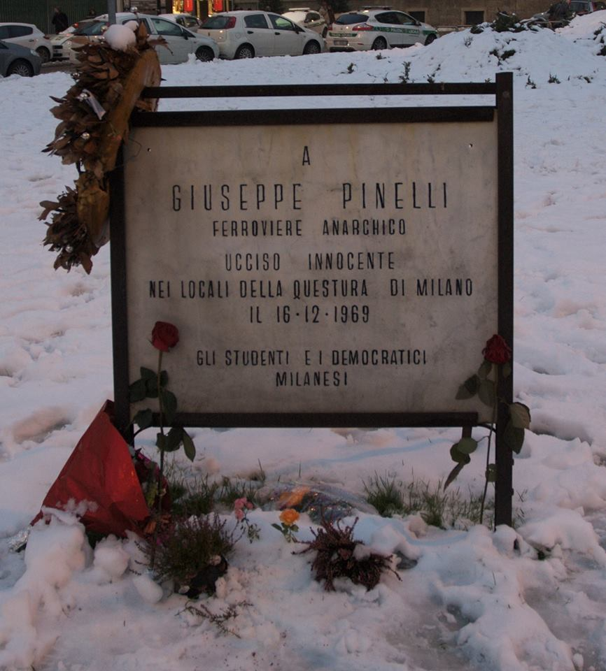 Lapide Pinelli piazza fontana